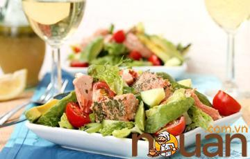 Salad cá hồi đầy đủ dưỡng chất