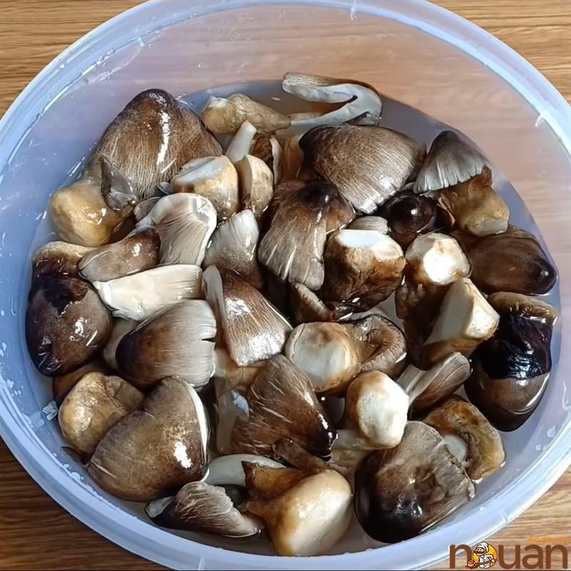 Bước 1 Sơ chế các nguyên liệu khác Nấm rơm kho đậu hũ